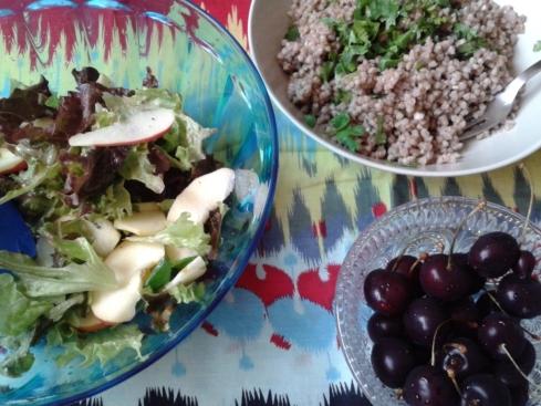 salada e trigo sarraceno