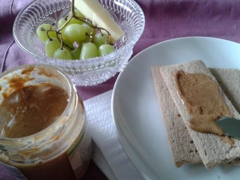 uvas+queijo+pasta de amendoim