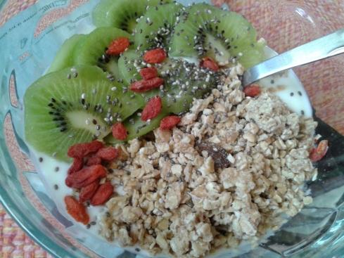 iogurte +muesli+ fruta