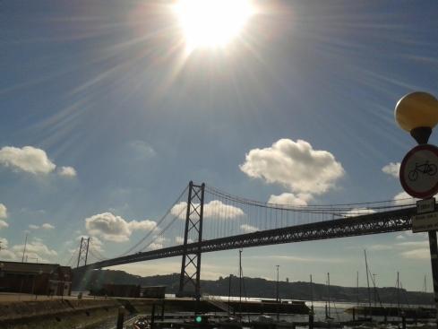 Docas (a ponte e os barcos)